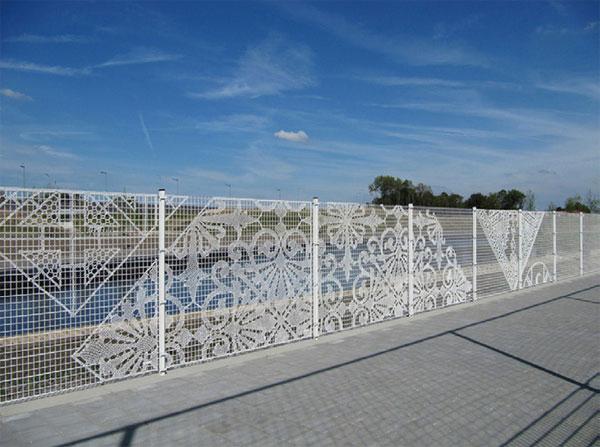 Кружевной забор из сетки